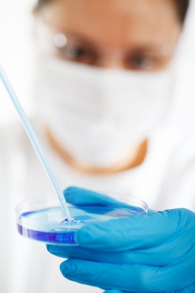 researcher-using-petri-dish